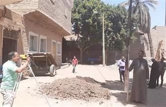 رئيس مدينة إسنا: بدء العمل فى مشروع الصرف الصحي في 3 قرى للتغلب على المياه الجوفية |صور