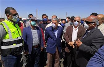 وزير النقل ومحافظ المنيا يتفقدان تنفيذ محور سمالوط الحر والطريق الصحراوي الغربي | صور