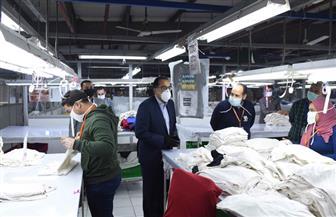 """مدبولي يتفقد مصنعين بالمنطقة الحرة بالإسماعيلية ويشيد بجودة الصناعات وإجراءات مواجهة """"كورونا"""""""