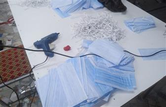 القبض على صاحب مصنع لتصنيع الملابس الطبية بخامات رديئة بحلوان