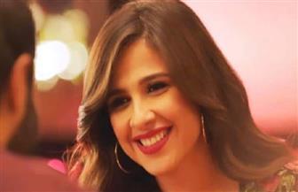 «قلوب على الهوا».. ياسمين عبدالعزيز تثير الجدل عبر مواقع التواصل