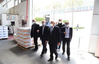 محافظ بورسعيد يتابع حركة دوران العمل في المصانع | صور