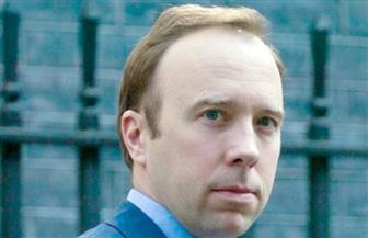 وزير الصحة البريطاني يعلن الحق في تواجد الأقارب بجوار مرضى كورونا قبل الوفاة