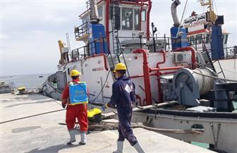 زكي: نواصل أعمال التطهير حفاظا على حياة المترددين مع السفن القادمة من الخارج | صور