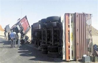 انقلاب مقطورة محملة بالقمح على الطريق الصحراوى الغربى بسوهاج