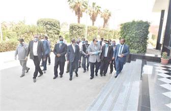 محافظ أسيوط يتفقد بعض مصانع عرب العوامر ويتابع تنفيذ الإجراءات الاحترازية لمواجهة كورونا| صور