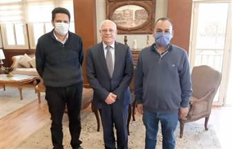 محافظ بورسعيد يبحث مع مدير مستشفى الحميات احتياجات المستشفى وحالة المرضى