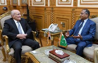 """""""العصار"""" يشيد بما بذله السفير الباكستاني من جهود أثناء توليه منصبه"""