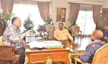 محافظ أسيوط يلتقي وكيل وزارة التموين ورئيس الغرفة التجارية لمتابعة توفر السلع
