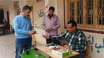 لليوم الثاني.. انتظام صرف المعاشات لكبار السن في 37 مدرسة بمدن وقرى كفر الشيخ | صور