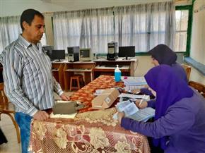 استمرار توزيع شرائح التابلت في 16 مدرسة بكفرالشيخ للحد من التكدس والازدحام | صور