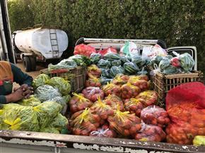 مستقبل وطن يوفر 4 سيارات لبيع الخضراوات والسلع الغذائية بأسعار مخفضة بمدينة القصير | صور