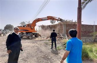 رفع ٨٨٧ طن مخالفات وإزالة ٢٢ حالة تعد بمدينة البياضية في الأقصر |صور