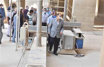 محافظ أسيوط يتفقد صوامع عرب العوامر لمتابعة توريد القمح |صور