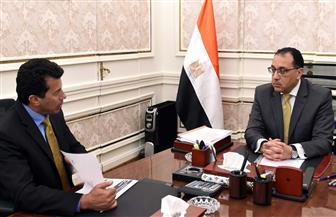 رئيس الوزراء يتابع مع وزير الشباب جهود تجهيز أماكن للعزل الطبى