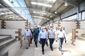 محافظ بورسعيد يتفقد مجمع أسواق السمك واللحوم والخضراوات الجديد بمدينة بورفؤاد قبل افتتاحه | صور
