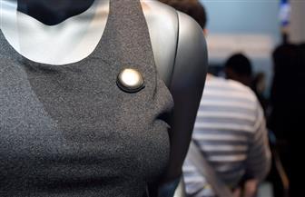 وحدات استشعار إلكترونية تثبت في الملابس لقياس المؤشرات الحيوية لجسم الإنسان