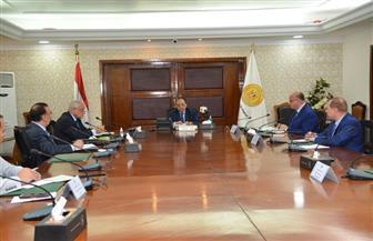 وزير التنمية المحلية يلتقى بمحافظي القاهرة والجيزة والإسكندرية لبحث جهود التصدى لمخالفات البناء