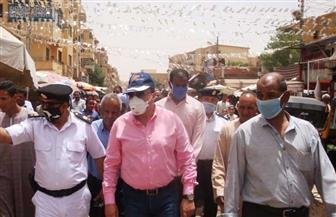 محافظ أسوان يقرر نقل الباعة الجائلين من سوق السيل لمنع التجمعات| صور