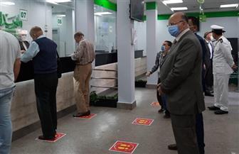 محافظ القاهرة يتفقد صرف منحة العمالة غير المنتظمة بمكتب بريد العباسية
