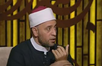 تصل إلى حد الشرك بالله.. رمضان عبدالرازق يوضح حكم ارتداء تميمة أو حظاظة| | فيديو