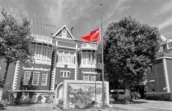 سفارة الصين بالقاهرة تنكس العلم حدادا على ضحايا كورونا