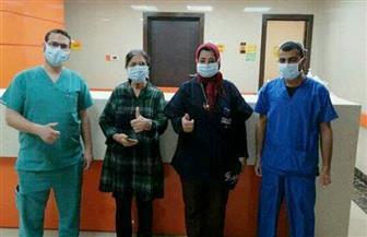 خروج 11 متعافيا من كورونا بينهم سائح أمريكي وسيدة مصرية وابنتها من مستشفى العزل بإسنا | صور