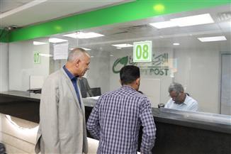 انتظام حركة تقديم الخدمات وصرف المعاشات بالبنوك ومكاتب البريد في قنا| صور