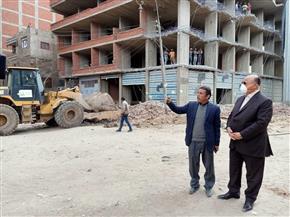 محافظ القاهرة يشرف على إزالة عقار مخالف في عين شمس