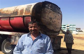 السائق منقذ مدينة العاشر من انفجار مقطورة بنزين يروي الكواليس.. والمحافظ: «لن يوفيك التكريم حقك»