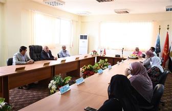 محافظ بورسعيد يلتقي العاملين بالمنطقة الصناعية | صور