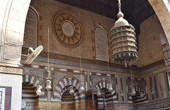 استعادة الجزء المفقود من الشريط النحاسي من باب جامع ومدرسة الأمير جمال الدين الأستادار