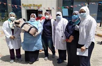 في انتظار خروج أمه.. رضيع يغادر مستشفى عزل العجمي بعد 3 أيام من ولادته