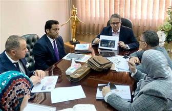 «العناني» يعقد اجتماعا لمناقشة العرض المتحفي للقطع الأثرية الموجودة بالمتحف المصري الكبير