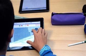 بدء امتحان العربي لطلاب الصف الأول الثانوي إلكترونيًا وورقيًا بالمدارس لمدة 90 دقيقة