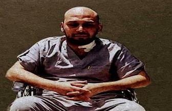 """الطبيب محمود سامي ينهار باكيا: """"لولا زوجتي ما أصبحت شيئا"""""""