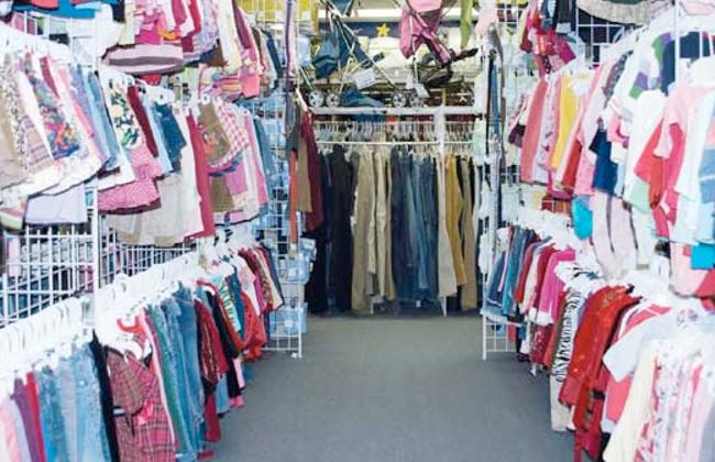 ضبط محل يعرض ملابس مجهولة المصدر في حملة لتموين الإسكندرية