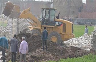 إزالة 4 حالات تعد بالبناء على أراض زراعية في الفيوم