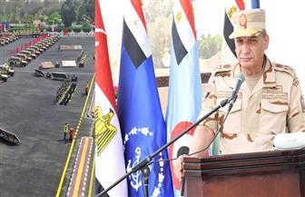 وزير الدفاع يتفقد اصطفاف عناصر قوات المظلات | صور