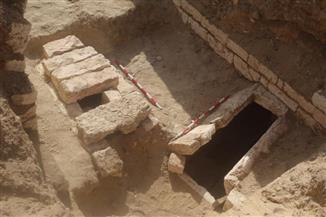 كشف أثري فريد لمقبرة تنتمي للعصر الصاوي في البهنسا | صور