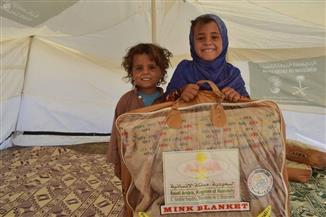 مركز الملك سلمان للإغاثة يوزع مساعدات إيوائية وغذائية بمحافظتي مأرب والحديدة   صور
