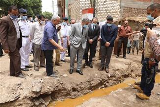 محافظ سوهاج يتفقد قرية أولاد الشيخ.. ويوجه بشفط مياه الأمطار| صور