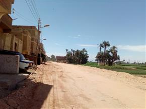 رصف طريق الدير البحرى بمركز سوهاج بتكلفة 14 مليون جنيه  صور
