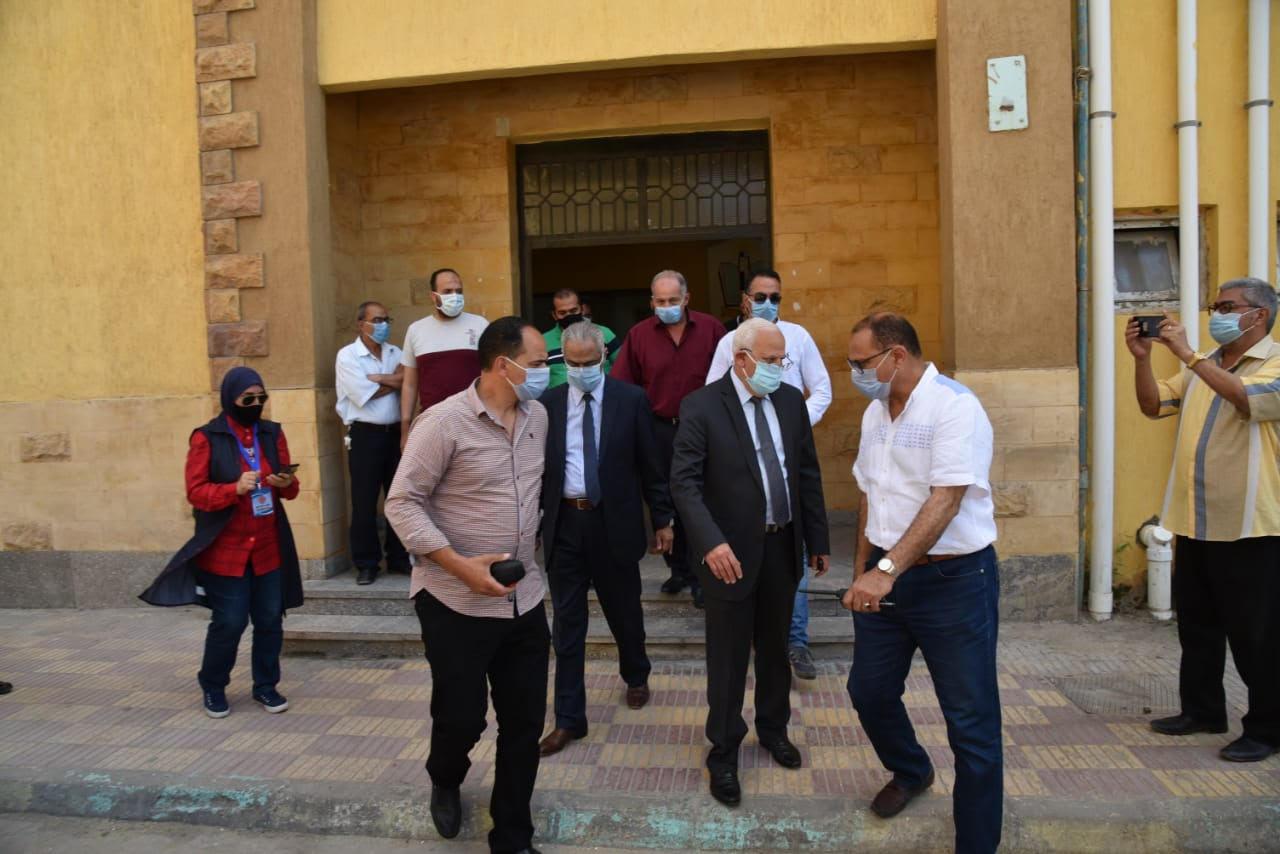 محافظ بورسعيد خلال جولته
