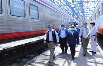 وزير النقل يتفقد ورش الفرز للسكك الحديدية لمتابعة أعمال تجهيز الوحدات المتحركة| صور