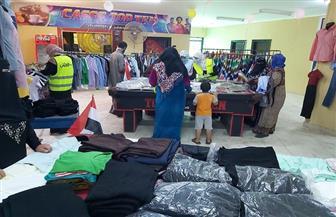 معرض لتوزيع الملابس على الأسر الأولى بالرعاية بمركز الفتح في أسيوط | صور