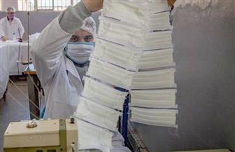 سجناء مغاربة يشاركون في صناعة كمامات واقية لمواجهة كورونا