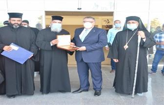 محافظ البحر الأحمر يستقبل وفدا من رجال الدين المسيحي للتهنئة بعيد الفطر | صور