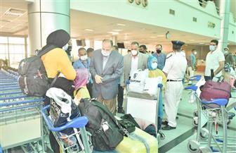 محافظ أسيوط يستقبل المصريين العالقين بالخارج بالمطار لليوم الثاني