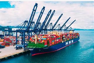 قناة السويس تستعد لعبور أكبر سفينة حاويات في العالم وعلى متنها 24 ألف حاوية